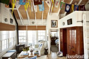 gallery-1437418863-nautical-living-room